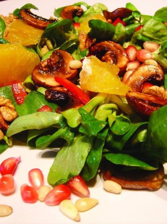 Rezept: Winterlicher Nüssli-Salat mit Kaki